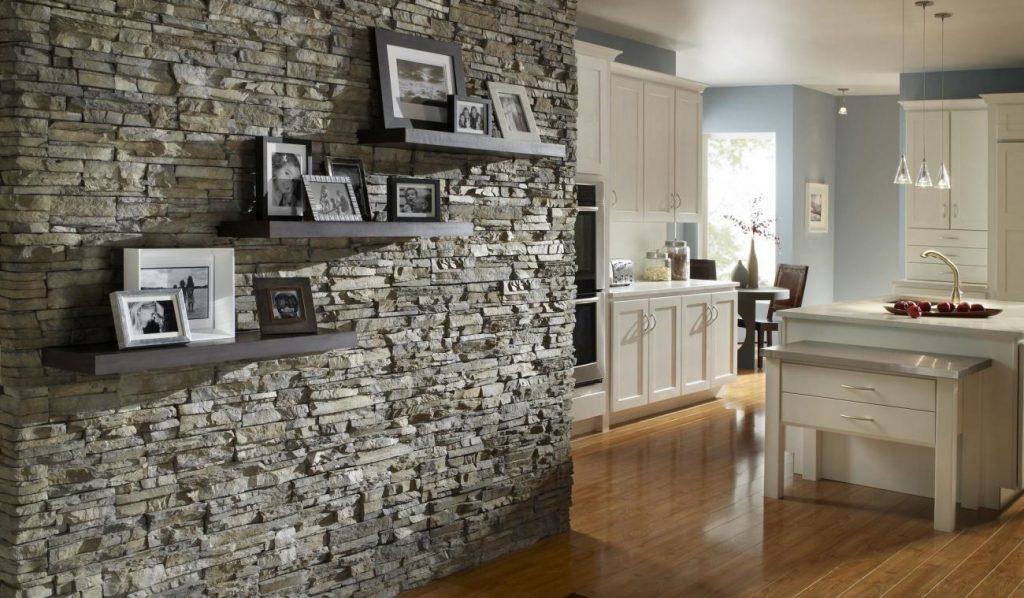 Декоративный камень в дизайне кухни