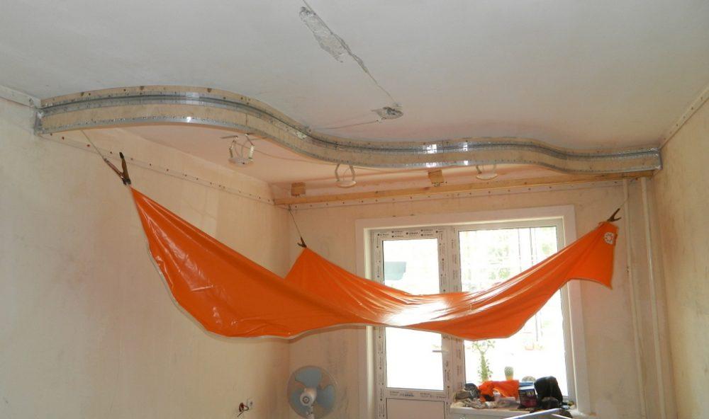 Установка двухуровневого натяжного потолка
