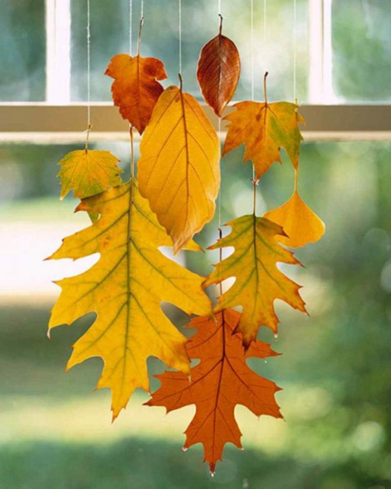 Вертикальная гирлянда из осенних листьев