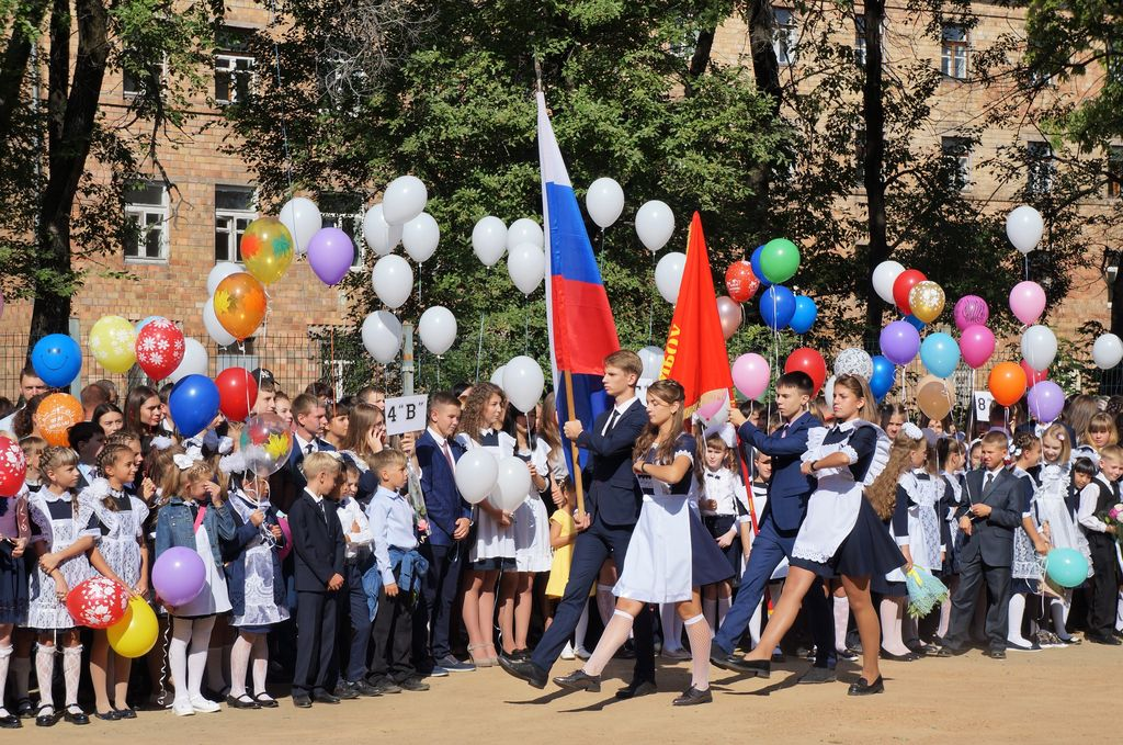 Церемония с флагом на линейке
