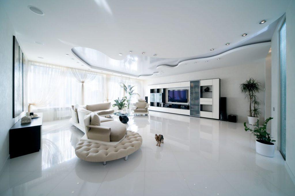 Современный потолок в гостиной интересной формы