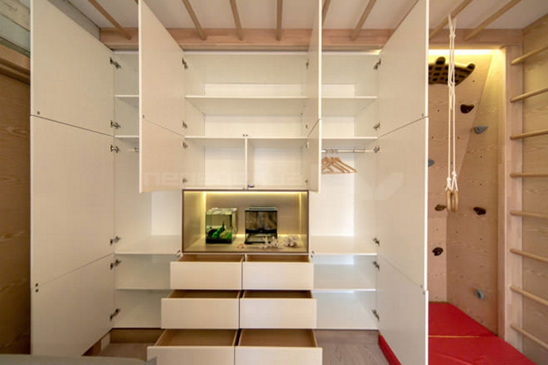 Шкаф в детской для двух детей