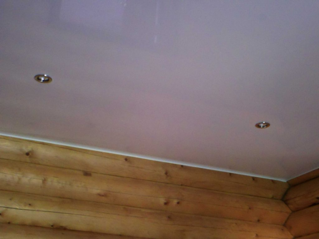 Натяжные потолки из ПВХ не рекомендуется устанавливать в неотапливаемом зимой доме
