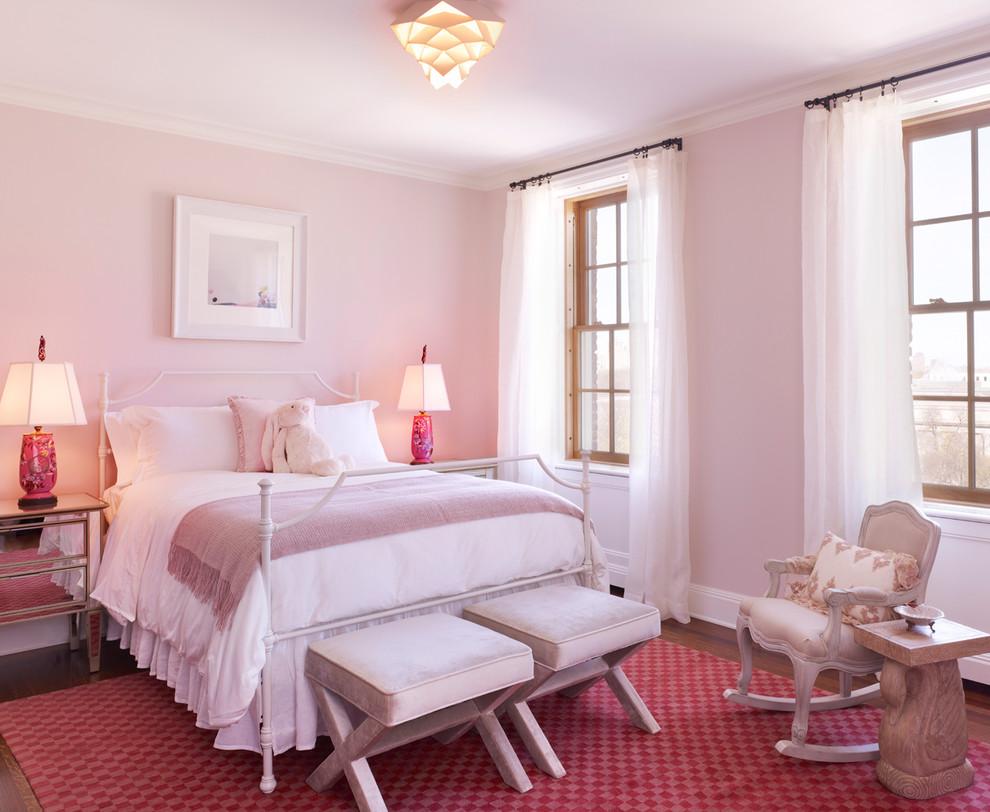 Бледно розовые стены в дизайне спальни
