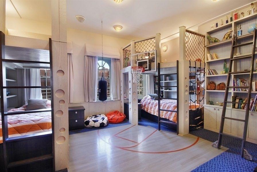 Детская комната в спортивном стиле для двух мальчиков