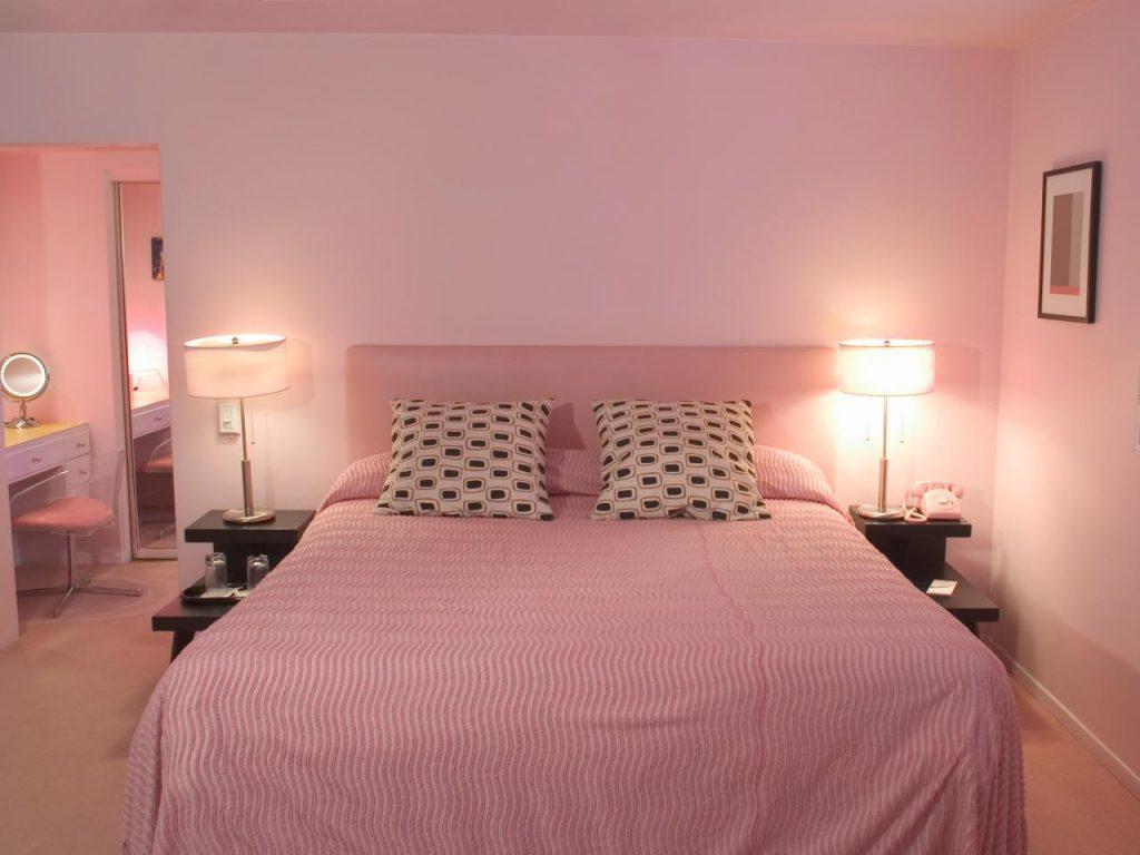 Легкий цвет розового в дизайне спальни