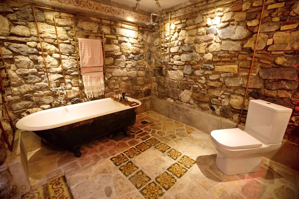 """Картинки по запросу """"природный камень на полу в ванной"""""""