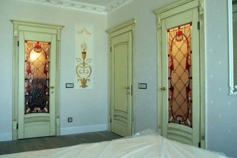 Двери в разных интерьерах.