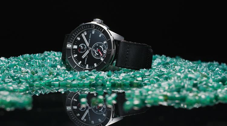 Концептуальные швейцарские часы Ulysse Nardin с элементами из переработанного пластика